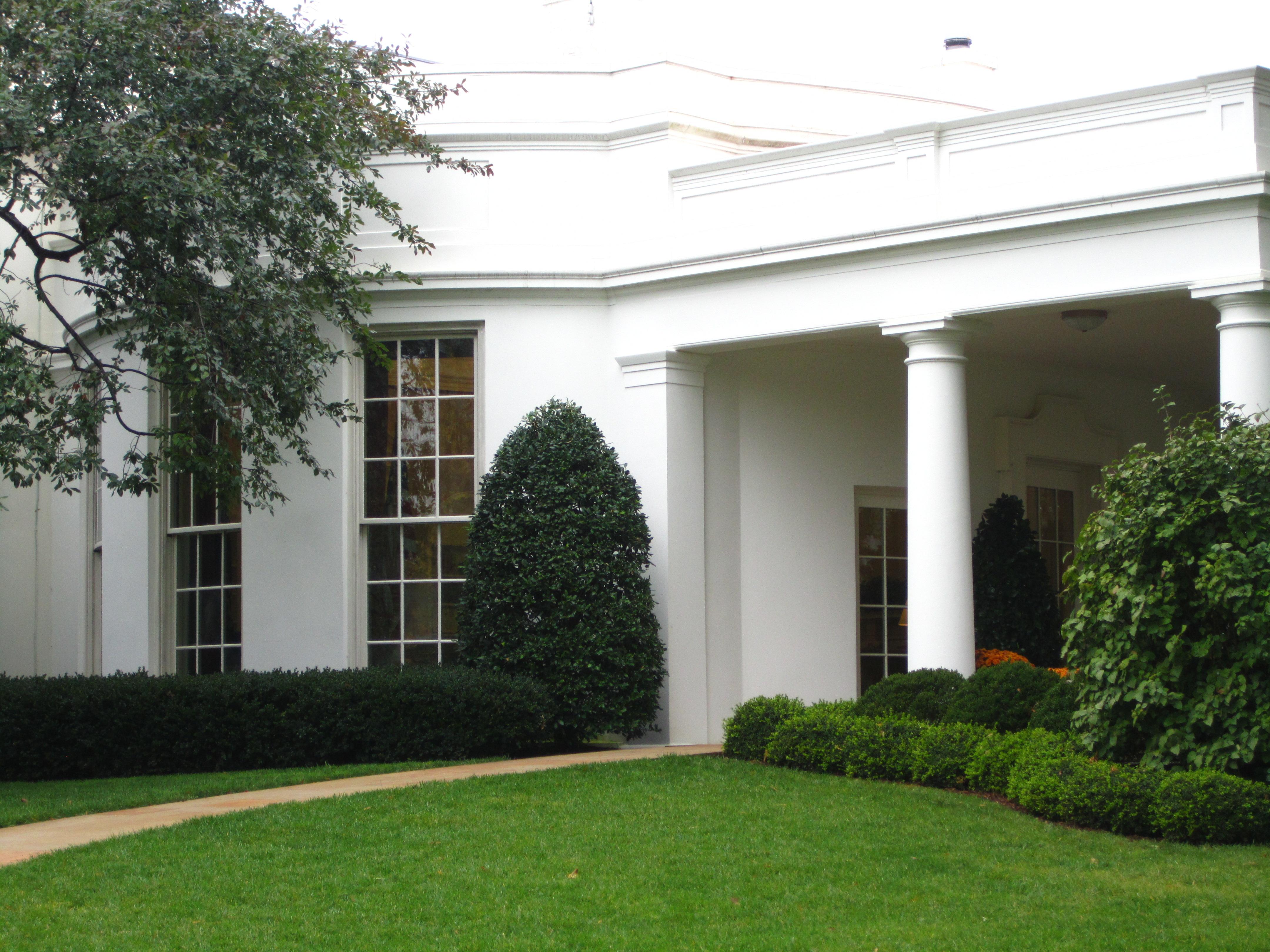 white house garden tour mr wheaton goes to washington. Black Bedroom Furniture Sets. Home Design Ideas